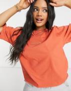 adidas Originals – Premium – Orange ribbad t-shirt i overdye med brode...